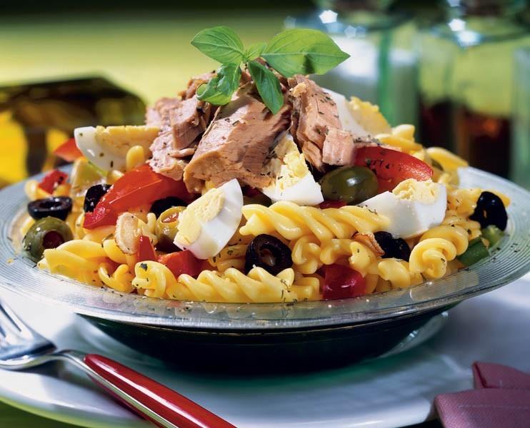 Salata de paste cu ton, perfectă pentru zilele de vară și pentru o viață sănătoasă
